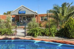 COMFORT INN COACH AND BUSHMANS - Accommodation Whitsundays