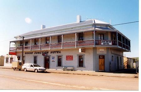 Grand Junction Hotel - Accommodation Whitsundays
