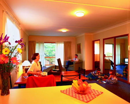 Oxley Court Serviced Apartments - Accommodation Whitsundays