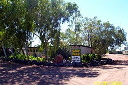 Threeways Roadhouse Tourist Park - Accommodation Whitsundays