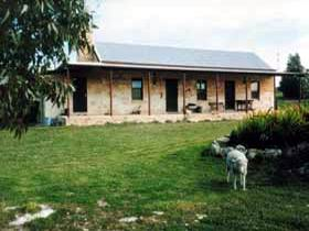 Mt Dutton Bay Woolshed Heritage Cottage - Accommodation Whitsundays