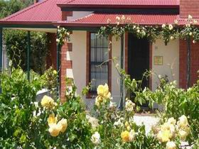 Wine And Roses Bed And Breakfast - Accommodation Whitsundays