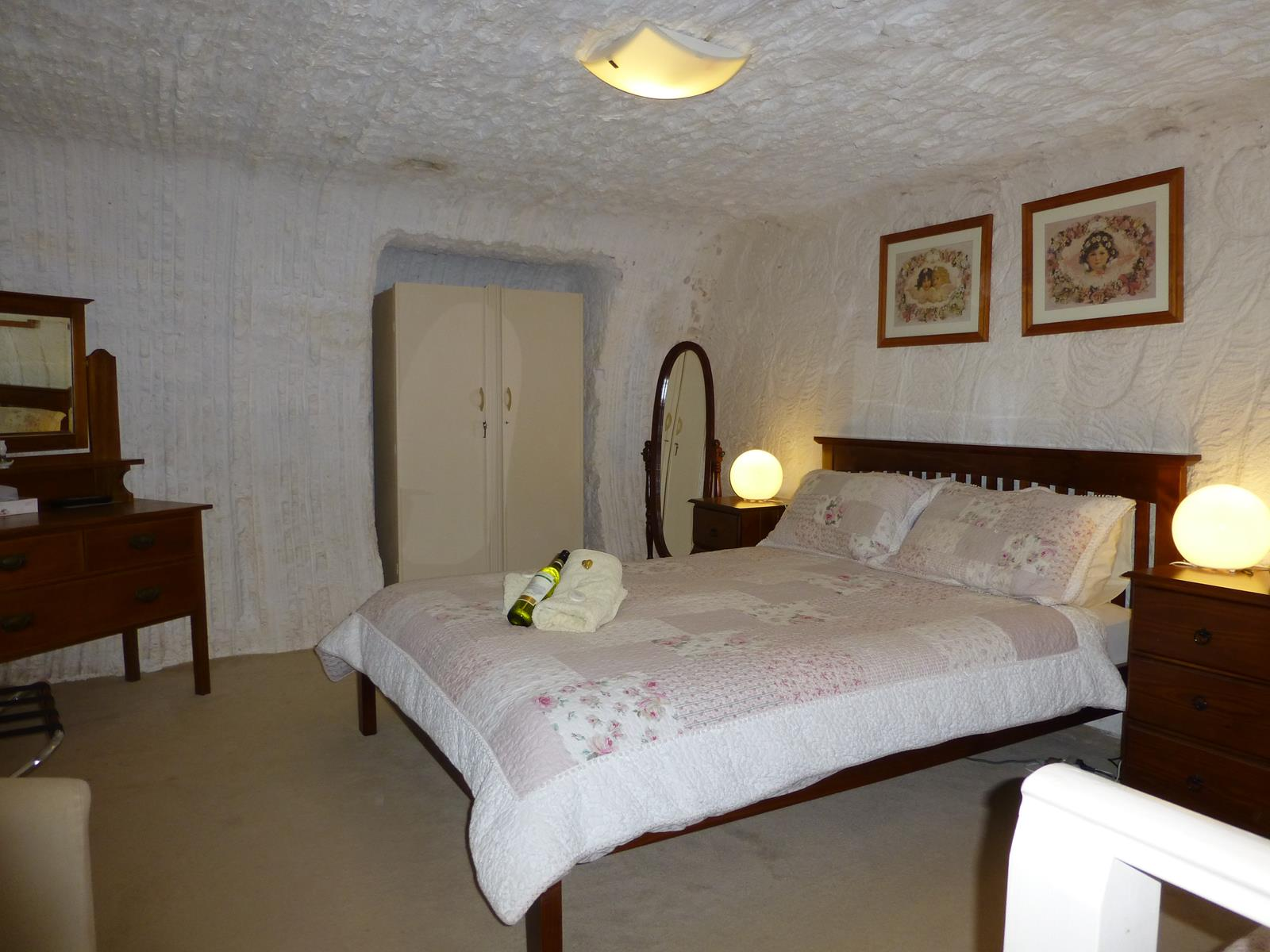 Underground Bed and Breakfast - Accommodation Whitsundays
