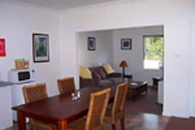Giants' Table and Cottages - Accommodation Whitsundays
