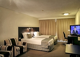 St Ives Hotel - Accommodation Whitsundays