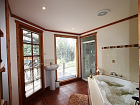 Love Grove Guest House - Accommodation Whitsundays