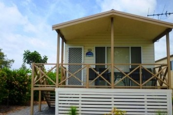Belmont Pines Lakeside Holiday Park - Accommodation Whitsundays
