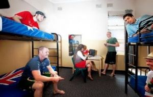 Maze Backpackers And Cb Hotel - Accommodation Whitsundays