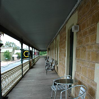 Hotel Mannum - Accommodation Whitsundays