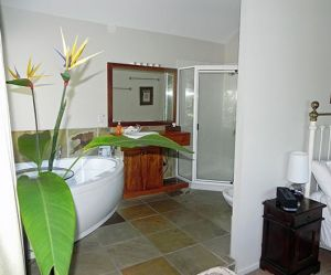 Airlie Waterfront Bed and Breakfast - Accommodation Whitsundays