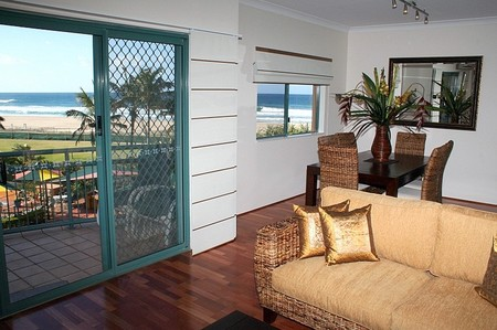 Currumbin Sands on the Beach - Accommodation Whitsundays