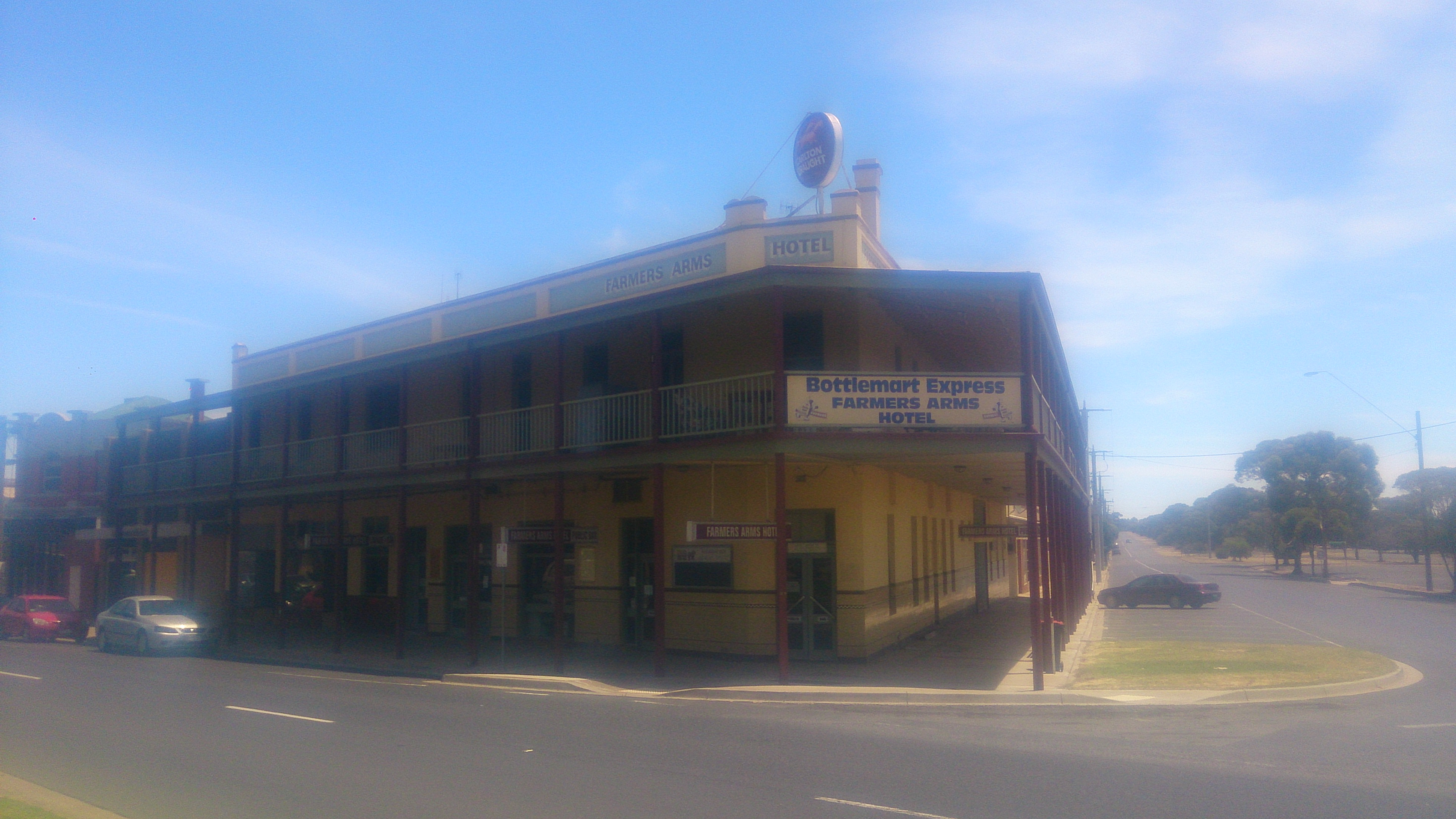 Farmers Arms Hotel - Accommodation Whitsundays