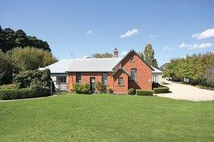Woodend Old School House Bed and Breakfast - Accommodation Whitsundays