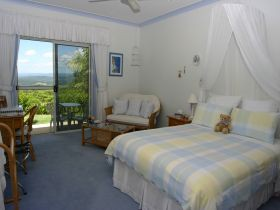 Ninderry Manor Luxury Retreat BampB - Accommodation Whitsundays