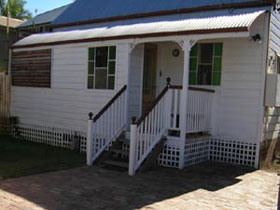 A Pine Cottage - Accommodation Whitsundays