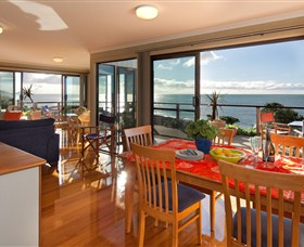 Boat Harbour Beach House - The Waterfront - Accommodation Whitsundays