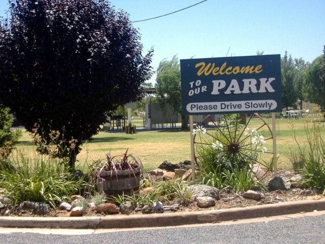 Country Club Caravan Park - Accommodation Whitsundays