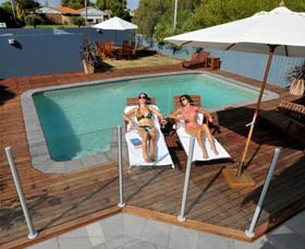 Waikiki Beach Bed and Breakfast - Accommodation Whitsundays