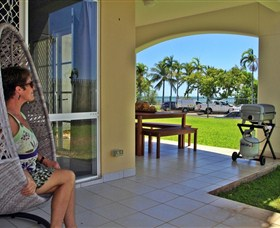 Absolute Beachfront Apartment - Accommodation Whitsundays