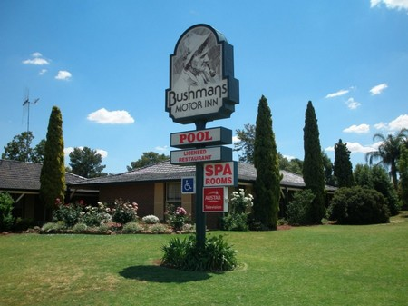 Bushmans Motor Inn - Accommodation Whitsundays
