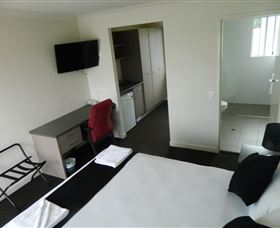 Dooleys Tavern and Motel Springsure - Accommodation Whitsundays