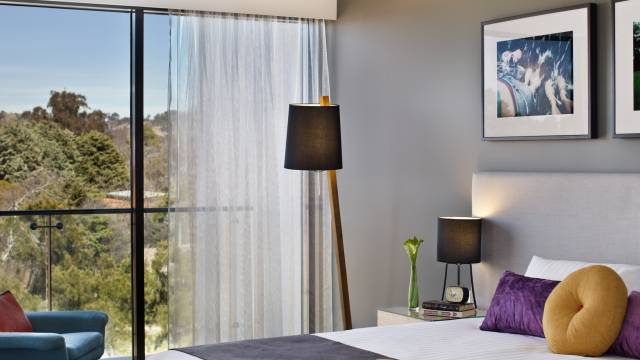East Hotel  Apartments - Accommodation Whitsundays