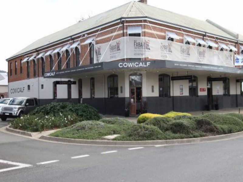 Cow and Calf Hotel - Accommodation Whitsundays