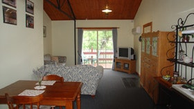 The Old Oak Bed and Breakfast - The Shearing Shed - Accommodation Whitsundays