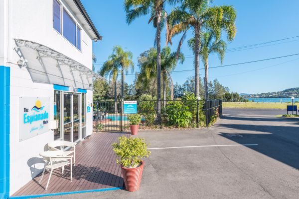 The Esplanade Motel - Accommodation Whitsundays