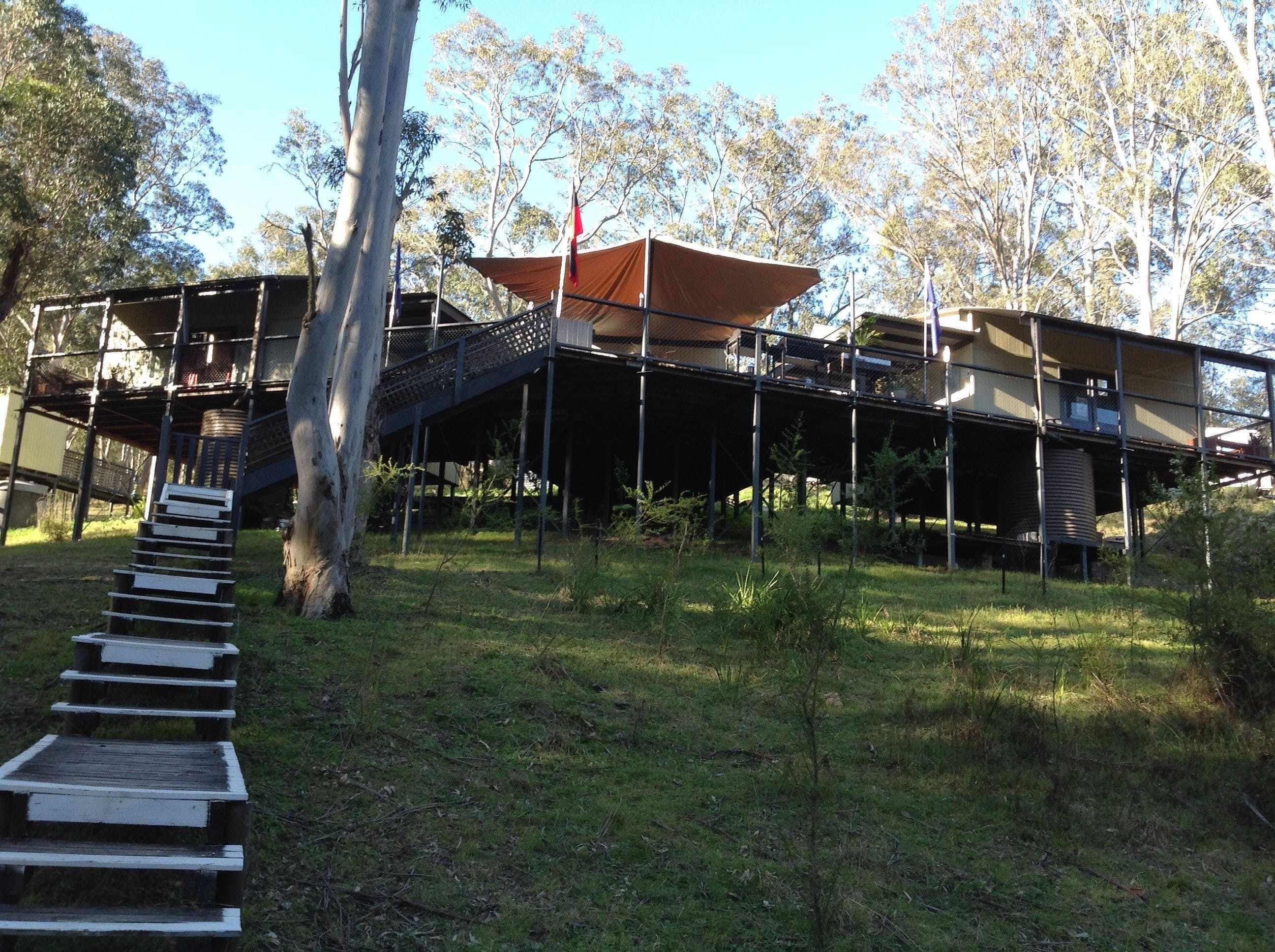 Six Foot Track Lodge - Accommodation Whitsundays