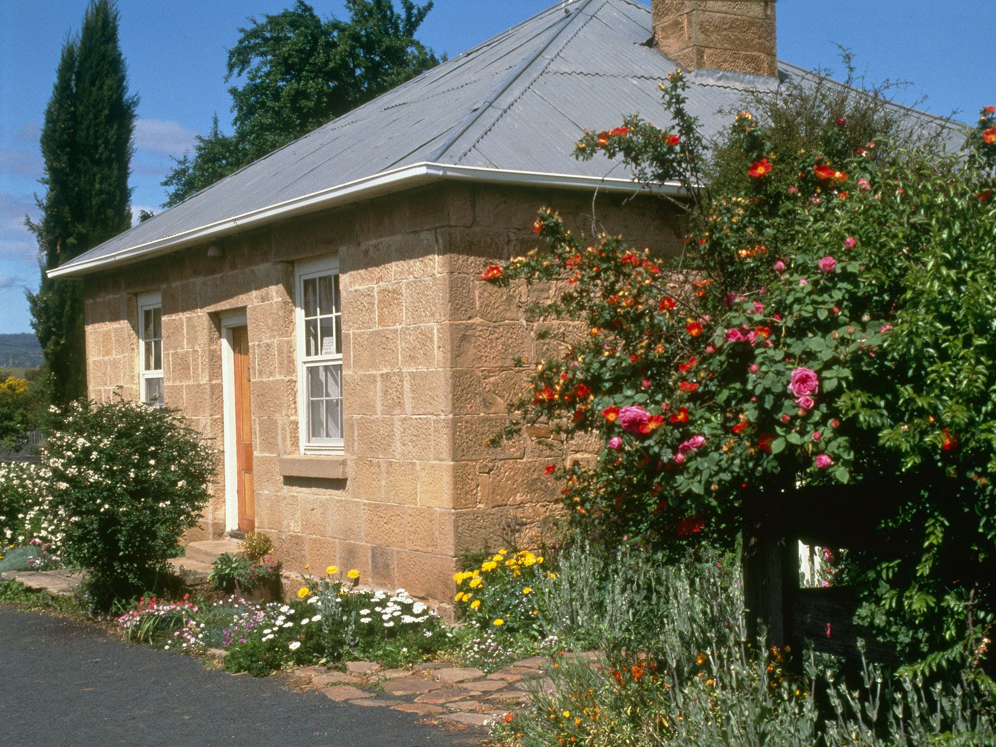 Hamilton's Cottage Collection and Country Gardens - Emmas Cottage - Accommodation Whitsundays