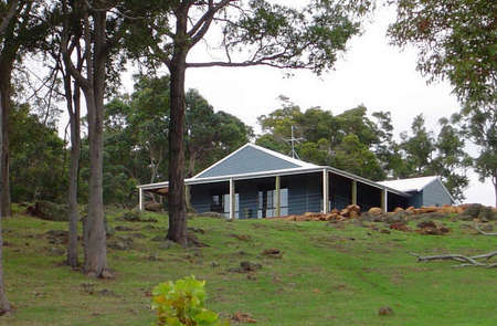 Vista Ridge Estate - Top Paddock Cottage - Accommodation Whitsundays