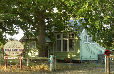 Old School Bed and Breakfast - Accommodation Whitsundays