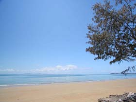 Blacks Beach - Accommodation Whitsundays