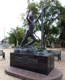 Miners Memorial Statue - Accommodation Whitsundays