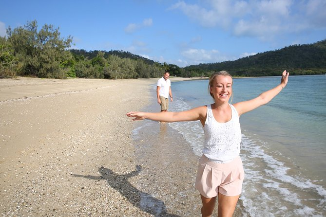 1-Night Whitsundays Tour by Catamaran with Paradise Cove Resort from Airlie Beach - Accommodation Whitsundays