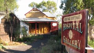 Lightning Ridge Heritage Cottage - Accommodation Whitsundays