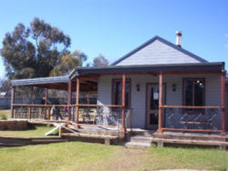 The Globe Hotel. Rylstone - Accommodation Whitsundays