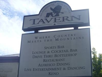 Glass House Mountains Tavern - Accommodation Whitsundays