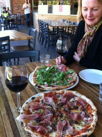 Bastoni Pizzeria - Accommodation Whitsundays