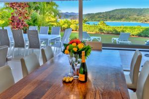 Bella Vista East 3 Luxury Ocean Views Large Flat Grassed Area And Buggy Whitsundays