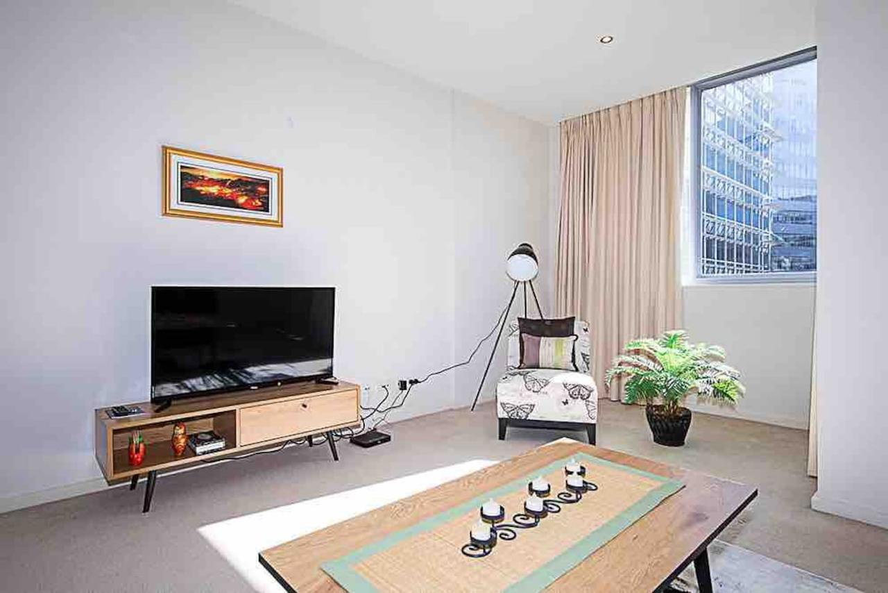 Spacious 1BR Stylish New Acton Apartment Parking - Accommodation Whitsundays