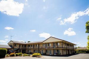 Lilac City Motor Inn  Steakhouse - Accommodation Whitsundays