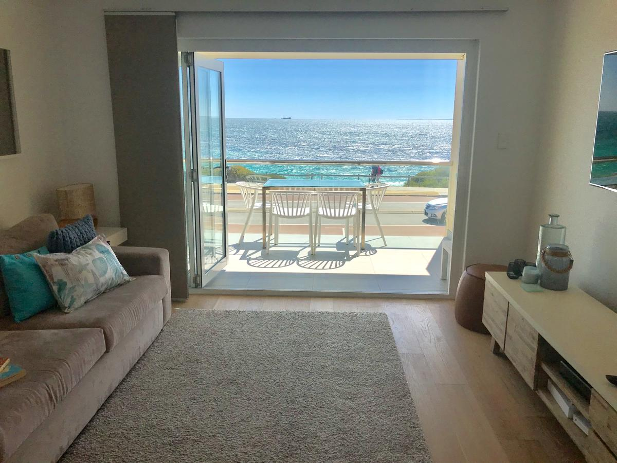 Cottesloe Beachfront Ocean View Apartment - Accommodation Whitsundays
