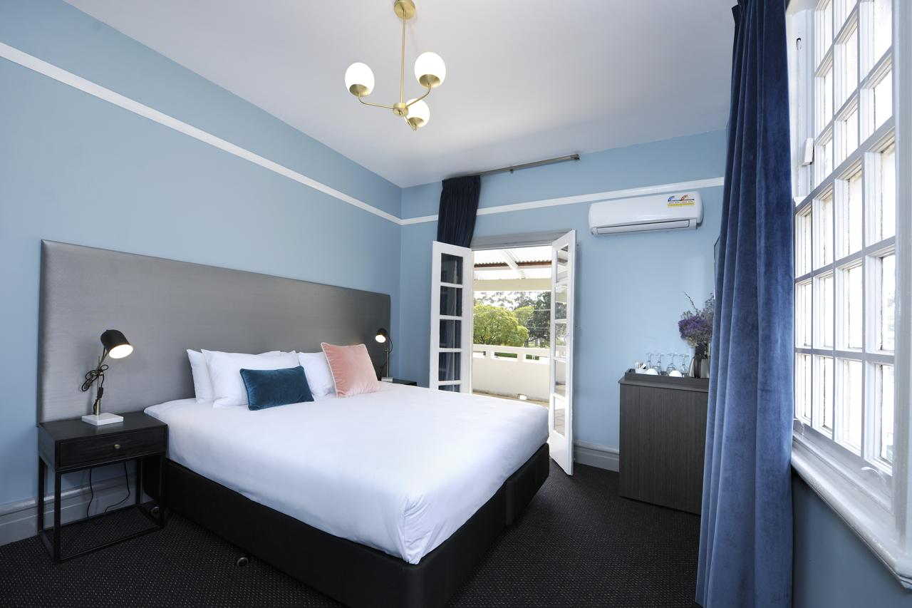 The Stirling Arms Hotel - Accommodation Whitsundays