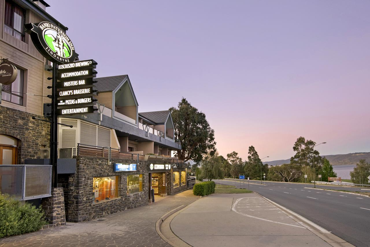Banjo Paterson Inn - Accommodation Whitsundays
