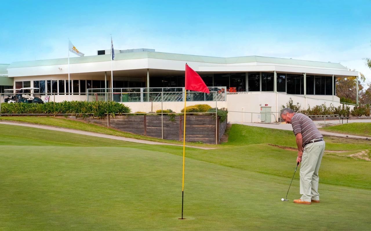 cluBarham Golf Resort - Accommodation Whitsundays