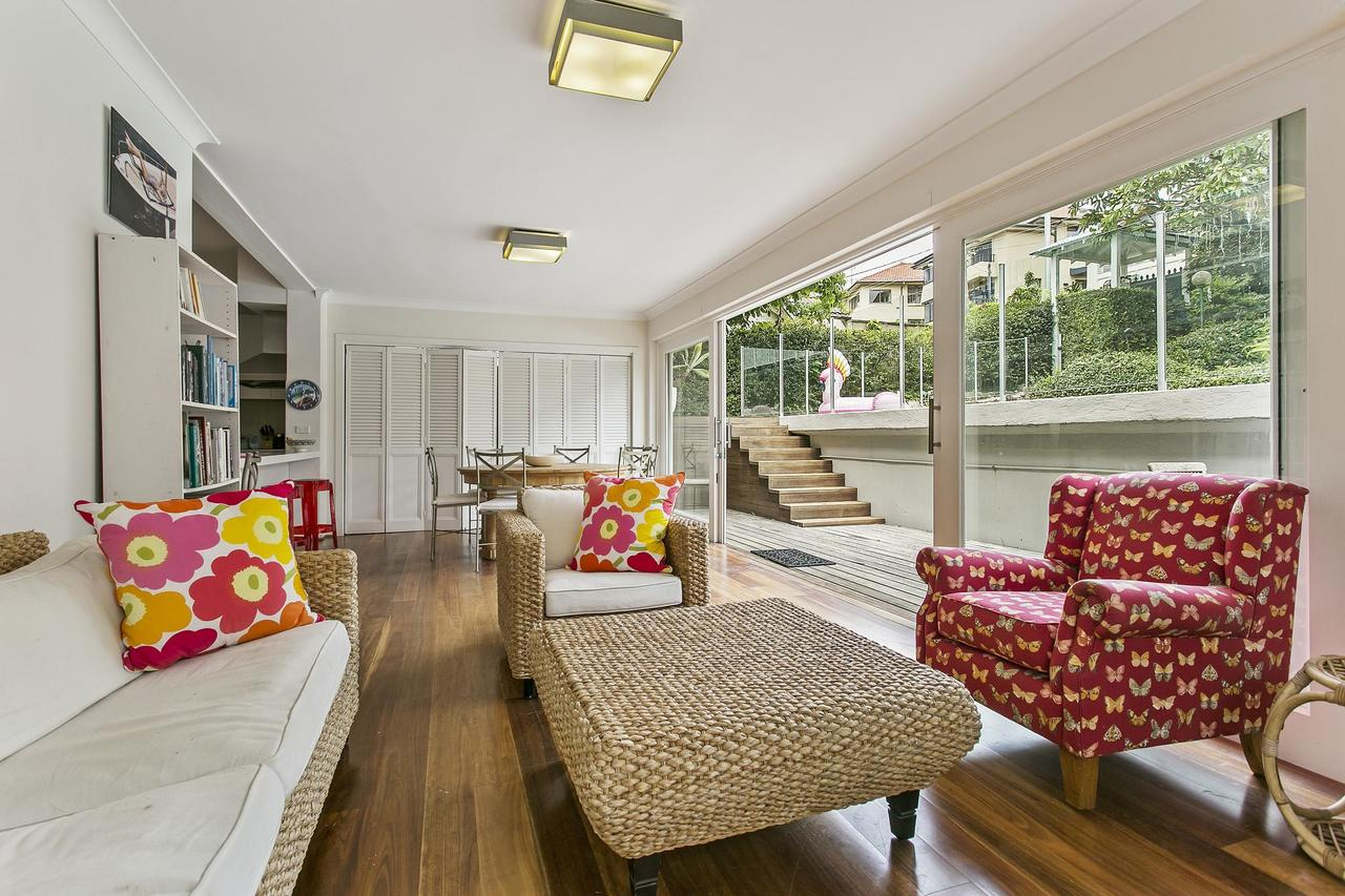 Summery spacious 4 bed home in Kurraba Point - Accommodation Whitsundays