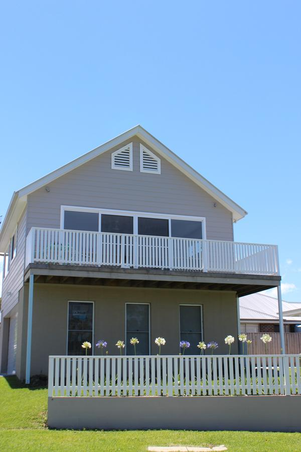 Red Waratah - Accommodation Whitsundays