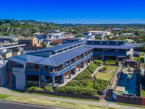 Lennox Holiday Apartments - Accommodation Whitsundays